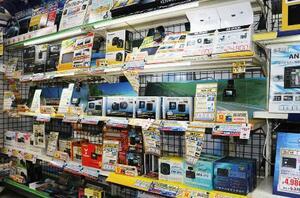 自動車用品販売店のドライブレコーダー売り場=神奈川県