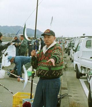 <平成 この日、>伊万里湾でサンマ入れ食い=平成11年1月14日(20年前)