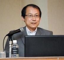 「空き家問題の解決には自治体との連動が重要」と指摘した米山秀隆氏=佐賀市のホテルニューオータニ佐賀