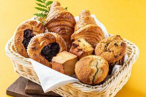 デニッシュやマフィン、スコーンなどを詰めた「パンバスケット」(1836円)は手土産としても人気