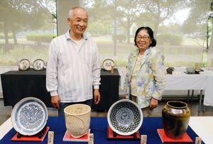 会員らが1年間で作った陶芸作品=佐賀市天神のアバンセ