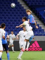 日本―キルギス 後半、ヘディングでチーム4点目のゴールを決める佐々木(右端)=パナソニックスタジアム吹田