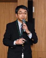 認知症の症状や治療法、予防策などについて講演した脳神経内科の高島洋医師=佐賀市の県医療センター好生館