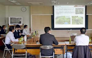 ドローンの飛行実験の結果などが報告された林業スマート化検討会議=佐賀市の県林業試験場