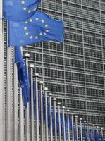 ブリュッセルのEU本部ではためくEU旗(AP=共同)