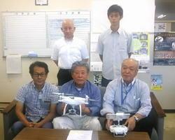 江頭紘一支部長(前列中央)ら九州ドローン推進協会の設立メンバー