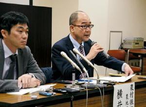 「和解に至らなかったのは大変残念」と語る農水省農地資源課の横井績課長(右)=長崎市