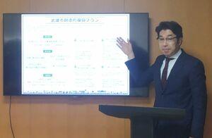 昨年8月の豪雨被害からの「創造的復興プラン」を発表した小松政武雄市長=市役所