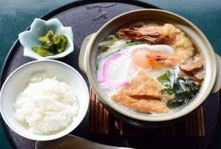 和食処赤絵の「鍋焼きうどん」