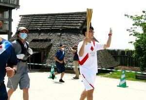 吉野ケ里を走る聖火