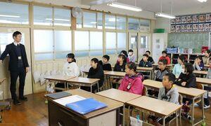 3学期の生活のルールを確認する児童たち=佐賀市の小中一貫校思斉館小学部