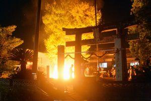 """老松神社の""""篭り焚き″=基山町小倉"""