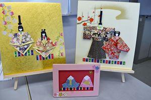 会場には、折り紙で作られた色鮮やかなひな人形の作品が展示されていた(提供写真)=佐賀市のアバンセ