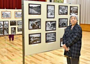 写真を提供した田中美代子さん=伊万里市の波多津コミュニティセンター