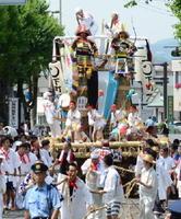 700年前の山挽の原形をとどめる下町の山鉾(昨年の700年祭から)