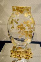 金彩 木の実文台付花器
