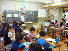 アクティブ・ラーニングを取り入れ、食料生産について学ぶ千葉大付属小5年生の社会科の授業=6月、千葉市