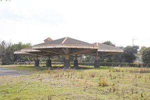 佐賀市が取得する県緑化センター跡地。パラソル型の構造物も活用する=佐賀市高木瀬町