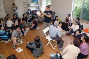 認知症患者とその家族らが九州各地から参加した交流会=佐賀市金立町の「自然の英語工房」