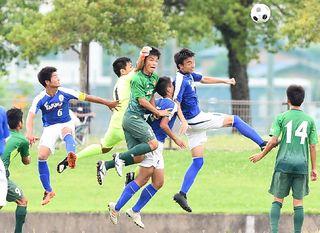 県高校総体サッカー男女決勝 写真グラフを紙面ビューアに