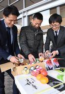 気仙沼に手作りのひな人形を 佐賀市職員、今年も贈る