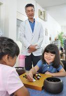 囲碁の攻防面白い プロ棋士招き子ども教室
