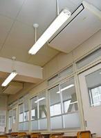 佐賀工業高校に設置されているエアコン。普通教室に2台ずつ整備している=佐賀市緑小路