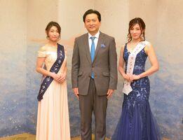 知事を訪問した「2020ミス・カンフォーラ・サガ」の高園渚さん(左)と亀川由紀子さん=県庁