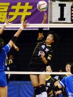 女子決勝トーナメント1回戦・佐賀-兵庫 第3セット、佐賀の古川七海が速攻を決めて1-0とする=大阪市のエディオンアリーナ大阪