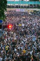 バンコクの交差点で行われた反体制集会=25日(共同)
