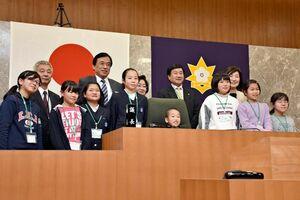 子ども議会に参加した義務教育学校3校の6年生たち=多久市議会議場