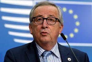 記者会見するユンケルEU欧州委員長=22日、ブリュッセル(ゲッティ=共同)