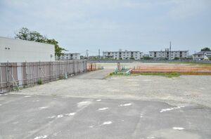 日帰り温泉施設の建設が始まっている鉄工所跡地=佐賀市神園