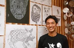 立石覚さんと、カフェに集う人々を動物に見立てたイラスト=佐賀市与賀町のハングリーボウル