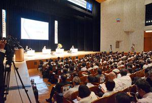 全国から小学校長が集まった会場=佐賀市文化会館