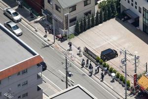 乗用車が園児をはねる事故があった兵庫県西宮市の現場付近=13日午後0時12分(共同通信社ヘリから)