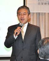 顧客目線や業務を見直す大切さについて語る小島俊一氏=佐賀市のホテルニューオータニ佐賀