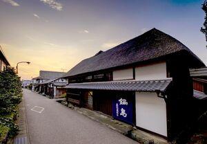 富久千代酒造が来年3月のオープンを目指して改装しているオーベルジュ。宿泊は1日1組限定とする=鹿島市の酒蔵通り