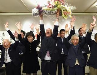 =県議選= 小城市 元市部長・池田さん破顔