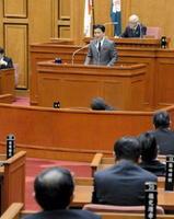県総合運動場整備などについて質疑が交わされた佐賀県議会一般質問2日目。答弁する山口知事=県議会