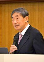 経営で重視すべきポイントなどを語った元カルビー会長兼CEOの松本晃氏=佐賀市のホテルマリターレ創世