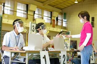 沖縄県議選、投票始まる