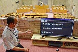 佐賀市議会、傍聴席にモニター 聴…