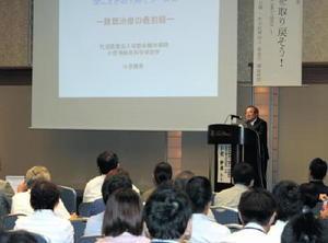 難聴医療をテーマに講演した小宗静男氏=佐賀市のホテルニューオータニ佐賀(提供写真)