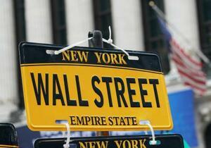 ニューヨーク・ウォール街の標識=19日(UPI=共同)