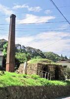 応法猪子谷単室窯跡(町史跡)。明治になると、燃料に薪を用いる登り窯に代わり、西洋の技術に基づく石炭窯も築かれるようになった