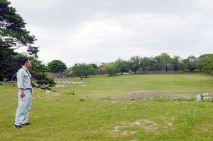 浄水施設が撤去された「弾正丸」(手前)=唐津市鎮西町の名護屋城跡