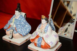 ドイツ国立マイセン磁器製陶所のひな人形のひな人形=有田町幸平の有田館