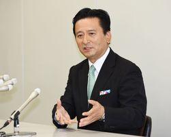 記者会見で「世界に誇れる佐賀をさらに創っていきたい」と話した山口祥義知事=県庁