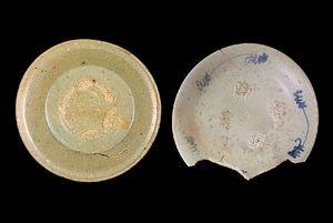 かつては同じ「陶器」に区分されていた陶器(左)と磁器(右)=1610〜30年代